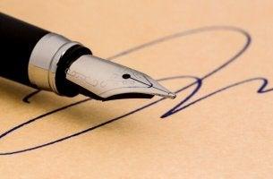 Kynä ja allekirjoitus