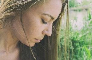 naisen huono itsetunto