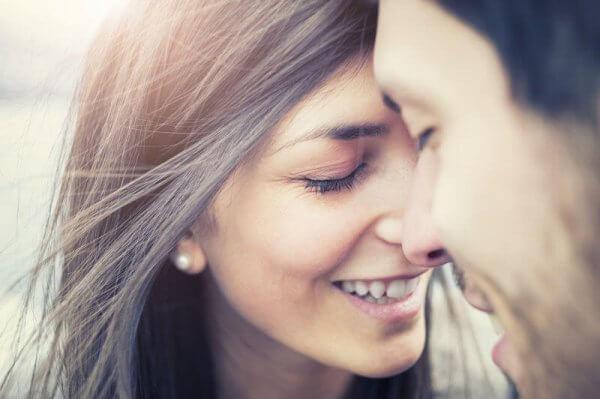 onnellinen pariskunta