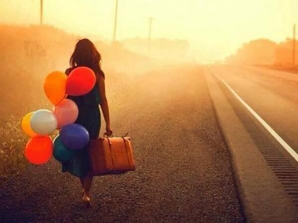 nainen ei ole peloissaan vaan lähtee kokeilemaan uutta