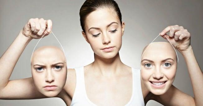 naisella kaksi erilaista naamaa