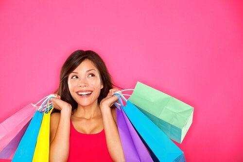 nainen kävi shoppailemassa