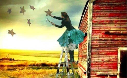 nainen poimii tähtiä taivaalta