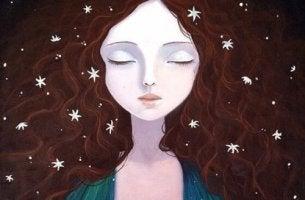 naisella on tähtiä hiuksissaan