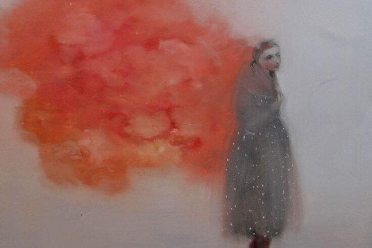 naisesta lähtee punaista savua