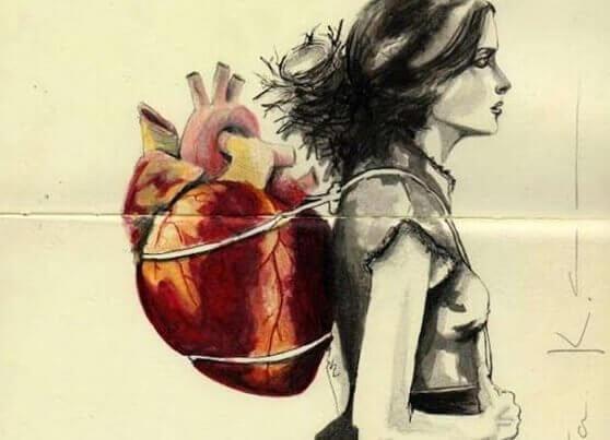 nainen kantaa sydänreppua