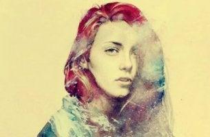 värikkään naisen kasvot