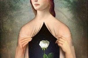 naisen sisässä kasvaa kukka