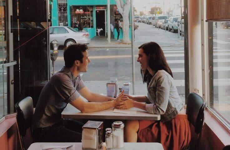 mies ja nainen kahvilassa