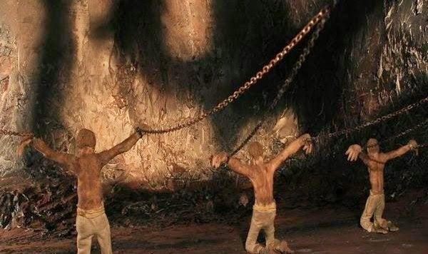 Ihmiset-kahleissa-luolassa