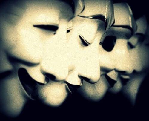 erilaiset naamarit ovat puolitotuuksia