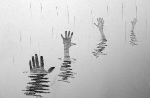käsiä vedessä