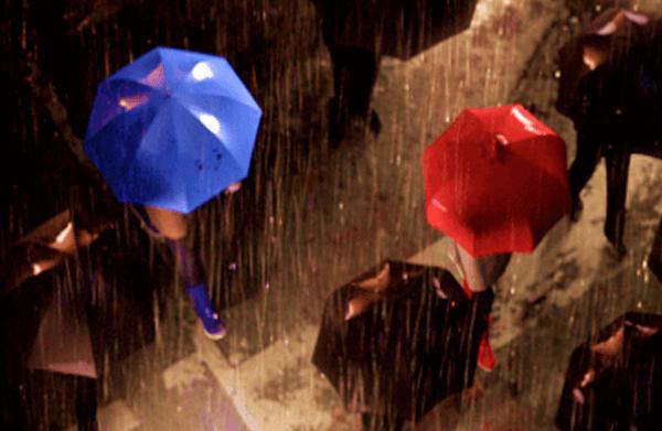 sininen sateenvarjo ja punainen sateenvarjo