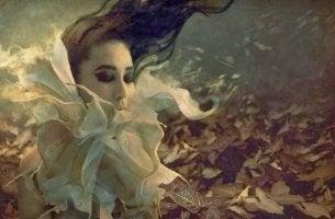 nainen unelmoi