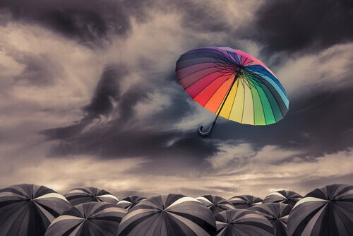 yksi värikäs sateenvarjo