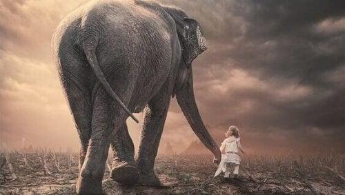 pikkutyttö ja norsu