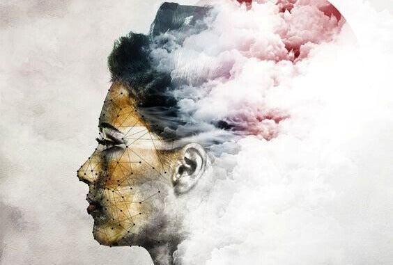 naisen pää on pilvi