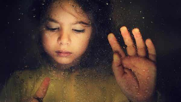 Päivä, jolloin lapseni menetti hymynsä: lasten hyväksikäyttö