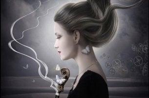 Nainen viulun kanssa