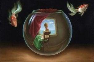 Nainen asuu akvaarion sisällä