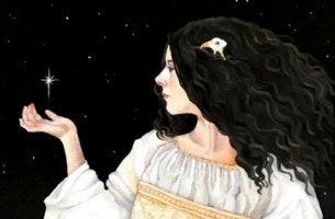 naisella on tähti kädellään