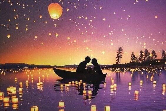 Lyhtyjen valossa veneilevä pariskunta