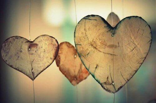 puusta tehdyt sydämet
