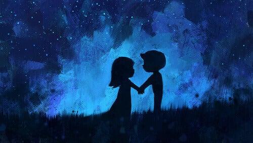tyttö ja poika tähtitaivaan alla