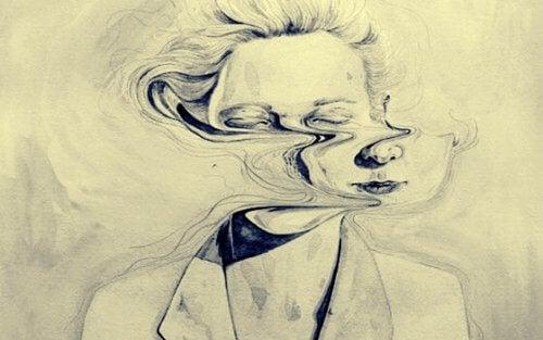 naisen vääristyneet kasvot