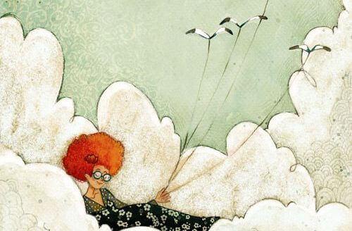 nainen makaa pilvien päällä ja lennättää lintuja