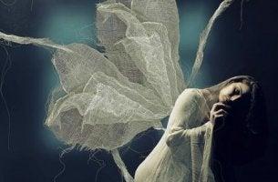 perhosnaisen yksinäisyys ja ahdistus