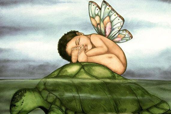 vauva nukkuu kilpikonnan päällä