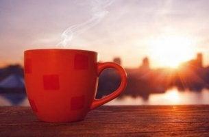 kahvikuppi aamulla