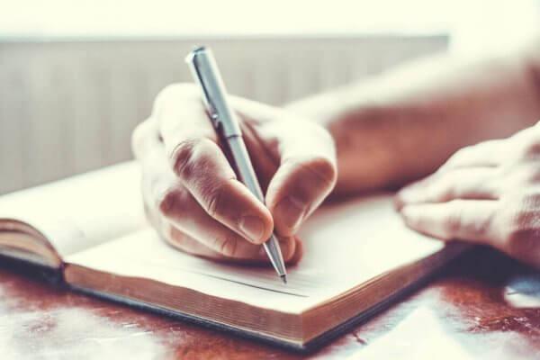 masennuksen voittaminen päiväkirjaa kirjoittamalla