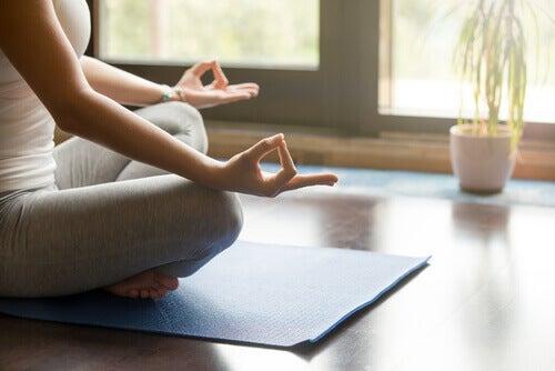 meditointia tai tietoisuustaidon harjoittamista