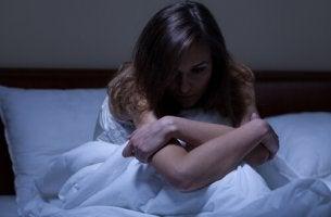 naisen yöahdistus