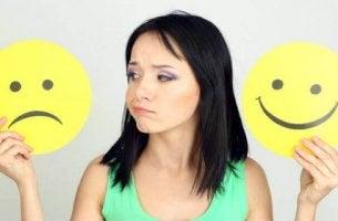 käännä negatiiviset ajatukset positiivisiksi