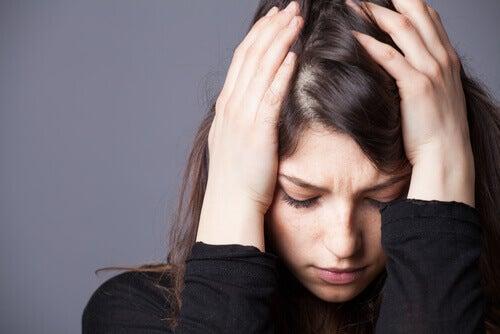Ahdistuneisuus-masennushäiriön yhdistelmä: määritelmä, aiheuttajat ja hoitotoimenpiteet