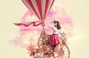 nainen ajaa kummallisella pyörällä