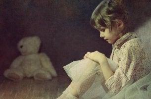 lapsen välttelevä kiintymystyyli