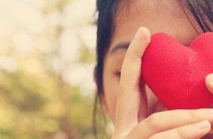 tytöllä on sydän