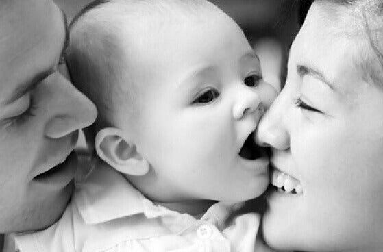vanhemmat ja vauva
