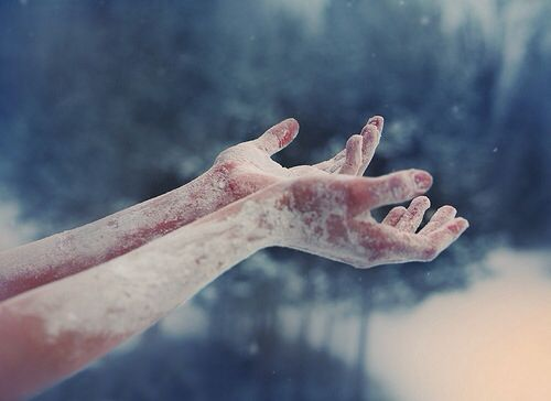 jäätyneet kädet