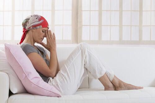 syöpäpotilas sohvalla