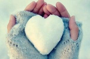 jäästä tehty sydän