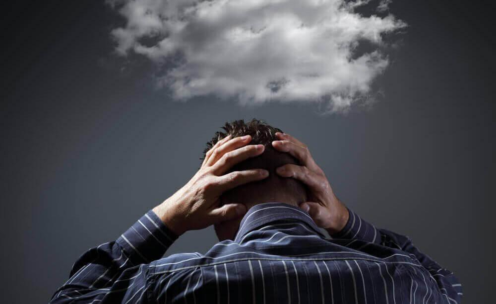 negatiivisuudesta riippuvaiset ihmiset näkevät sen yhden pilven sinisellä taivaalla