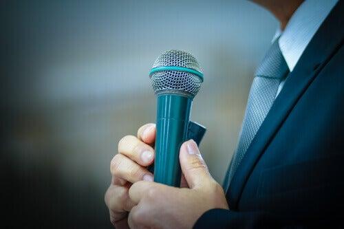puheen pitäminen