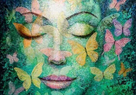 naisen kasvot ja perhoset