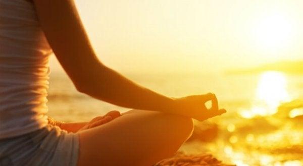 meditoi rannalla