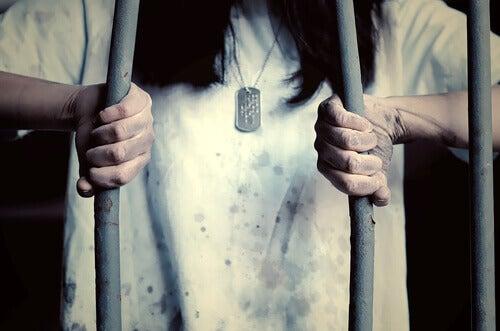 yrittää karata vankilasta